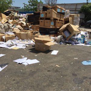 大批機管局文件被發現棄置於元朗回收場。(香港01)